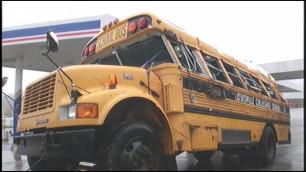В США перевернулся школьный автобус с 16 учениками