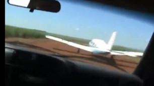 В Бразилии полицейский патруль протаранил самолет с наркоторговцами
