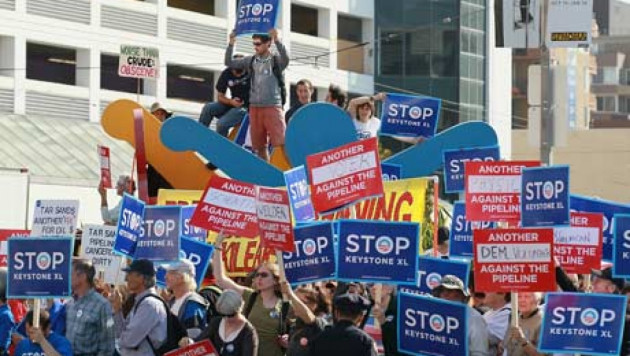 Более 8 тысяч противников строительства нефтепровода собрались у Белого дома