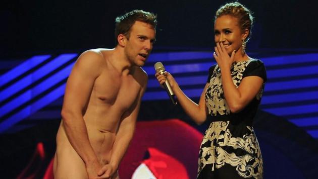 ВИДЕО: Голый парень появился на сцене церемонии MTV Europe Music Awards