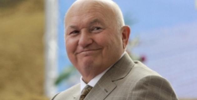 Лужков вернулся в Москву на допрос