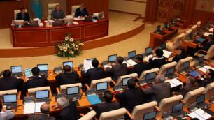 Депутаты попросили Назарбаева распустить мажилис