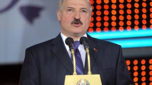 Лукашенко попросил защиты у папы Римского