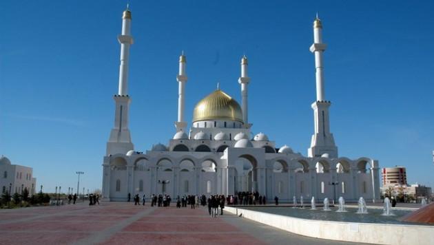 Казахстанские мечети попросили потише призывать на намаз