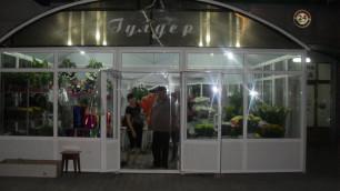 На продавца цветочного киоска в Алматы напали с топором