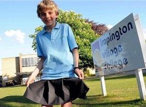 Британского мальчика в юбке признали защитником прав человека