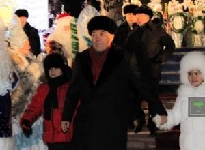 ФОТО: Назарбаев зажег главную елку страны