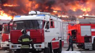 В Астрахани загорелся открытый четыре дня назад торговый центр