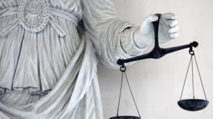 В США на стриптизершах из России взяли клан мафиози