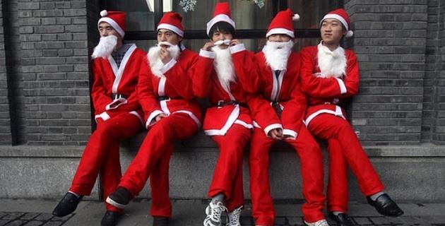 Кунг-Фу Санта-Клаусы встали на охрану корейских магазинов