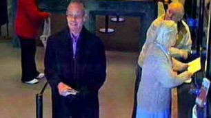 Вооруженный пальцами пенсионер из Британии ограбил банк