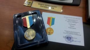 Экс-мажилисменов наградили в честь 20-летия независимости Казахстана