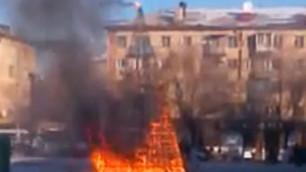 ВИДЕО: В Караганде сгорела новогодняя елка