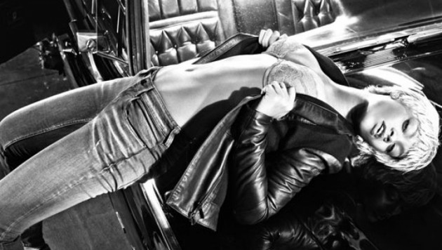 Реклама с Рианной стала самой сексуальной кампанией 2011 года