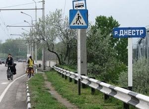 В Молдове 250 человек перекрыли мост возле КПП миротворцев