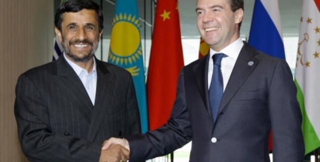 Медведев и Ахмадинежад обсудили иранскую ядерную проблему