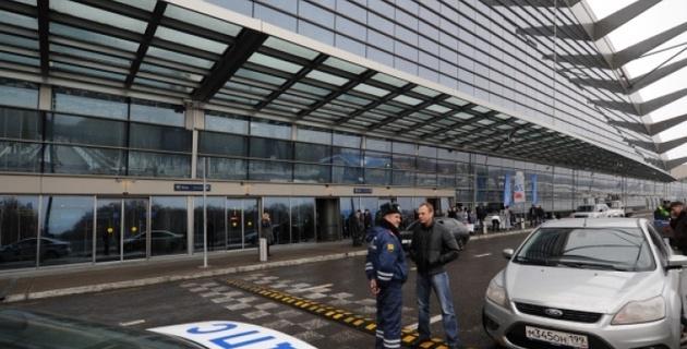 """ВИДЕО: Во """"Внуково"""" стальная балка обрушилась на автобус"""