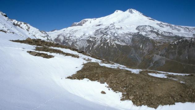 Пропавший на Эльбрусе альпинист найден живым
