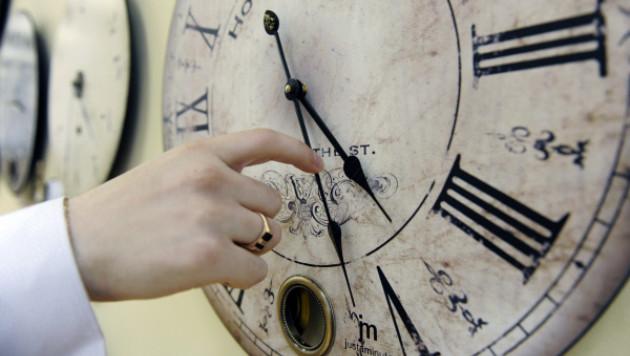 Депутаты Госдумы предложили перевести время на час назад