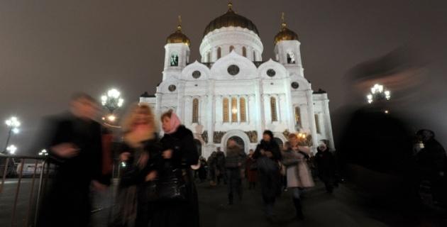 Феминистки из Pussy Riot устроили концерт в Храме Христа Спасителя