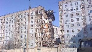 При взрыве в Астрахани обрушился подъезд жилого дома