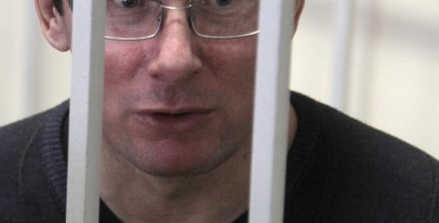 Украинский суд приговорил Луценко к четырем годам тюрьмы
