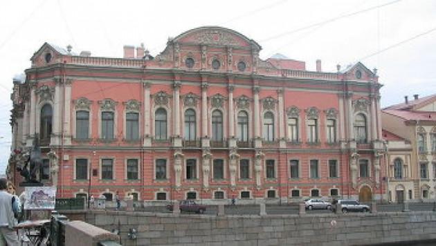 На Невском проспекте загорелся дворец Белосельских-Белозерских