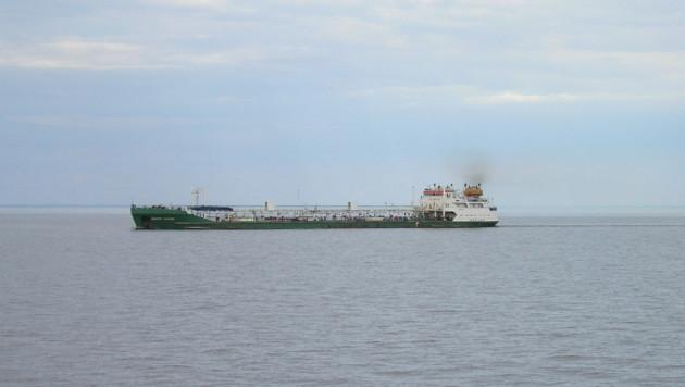 В Каспийском море загорелся танкер