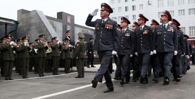 Приехавших в Москву к митингам бойцов МВД Чечни заселили в Ritz