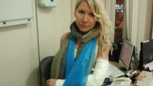 При разгоне оппозиции ОМОН сломал помощнице депутата руку