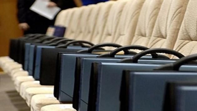 """В Казахстане предложили запретить чиновникам говорить """"имеем право..."""""""