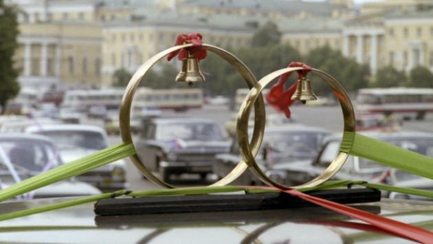 В Казахстане сенатор предложил не выдавать девушек замуж за иностранцев