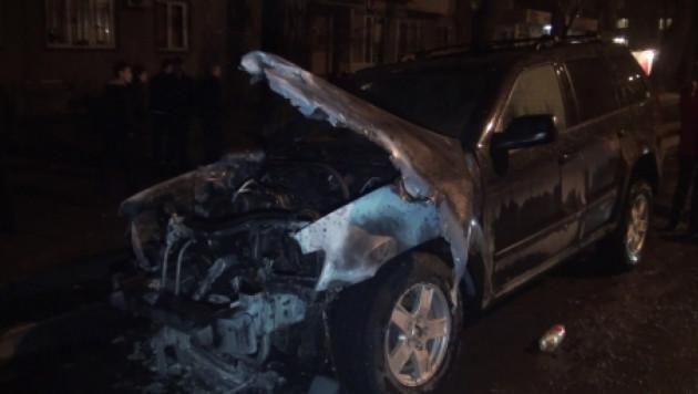 ФОТО: В Алматы взорвался Jeep Cherokee