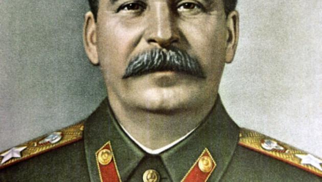 В РФ учителя и родители выступили против продажи тетрадей с портретом Сталина