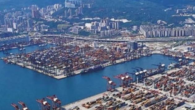 В Гонконге выставили на продажу теплоход с российскими моряками