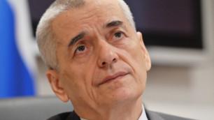 Онищенко предложил поднять цены на сигареты и алкоголь