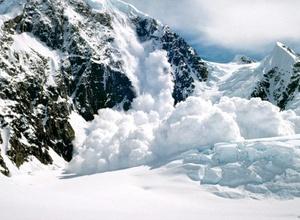 В Мурманской области пять туристов попали под лавину