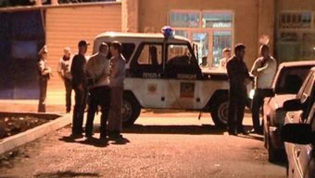 При взрыве машины в Махачкале пострадали два человека
