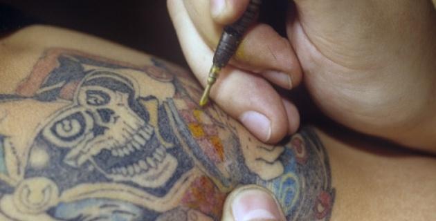 Житель Петербурга нанесет на спину татуировки с рекламой
