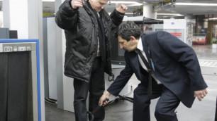 Пассажирам в аэропортах России разрешили не снимать обувь