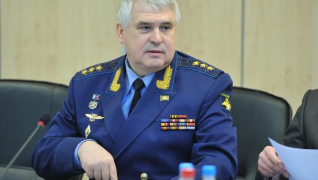 Медведев уволил со службы главкома ВВС России