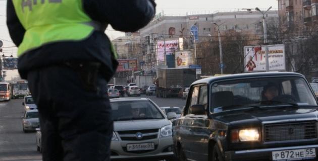 В Петербурге пьяный водитель протащил полицейского 10 метров за машиной