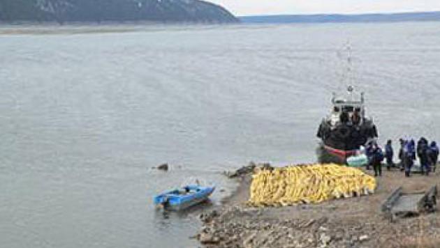 Иркутские власти заявили о попадании в Ангару 300 тонн нефтепродуктов